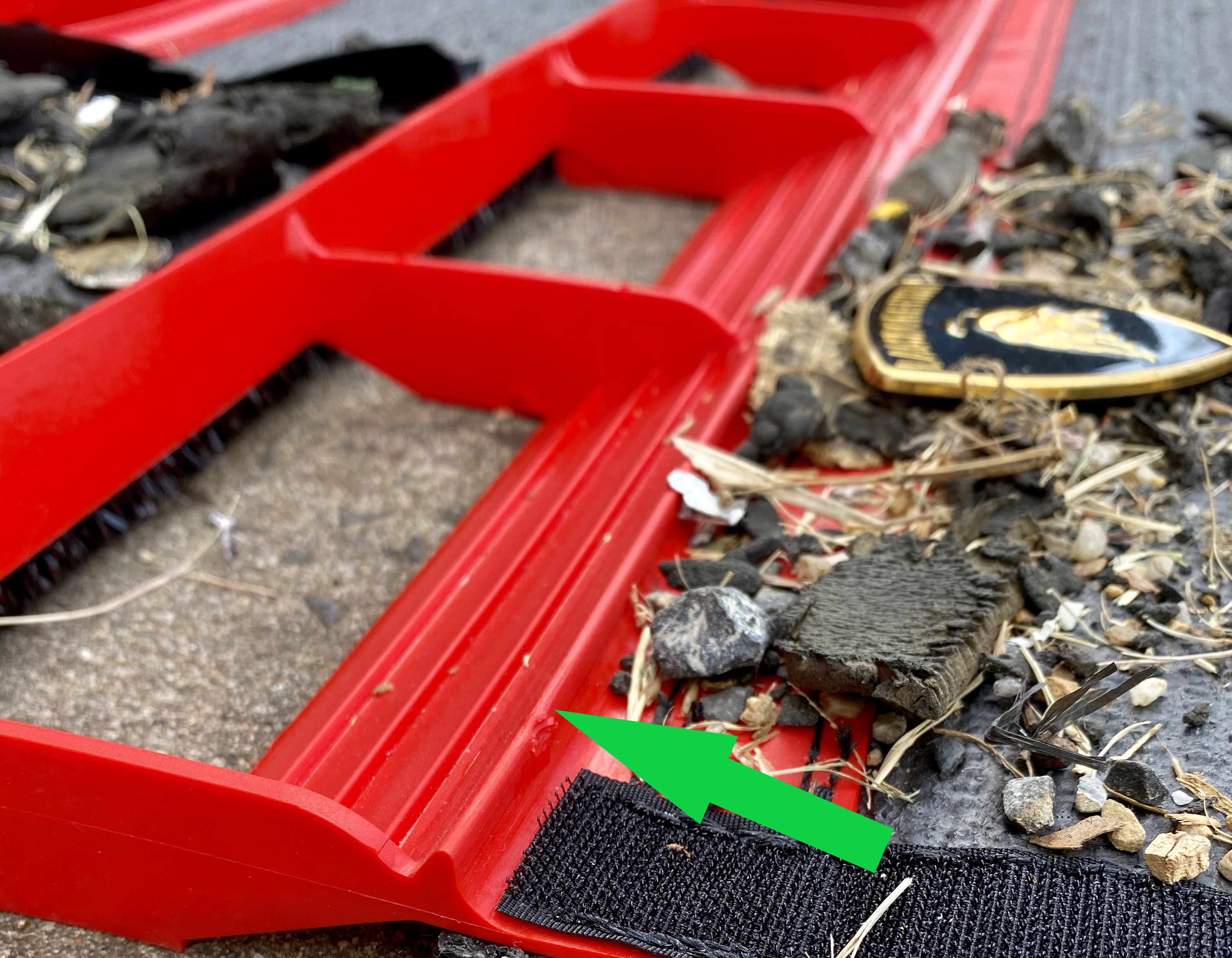 Debris Rentention Barrier With Arrow